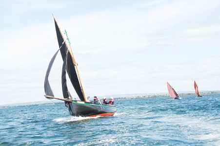 Galway Hookers challenge for the Galway Plate. Photo Andrew Downes