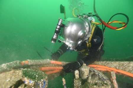Last week Ocean Crest Marine with diver Mark Kerrigan prepared the Observatory for recovery, captured here by underwater cameraman Nick Pfeiffer of MERC Environmental.