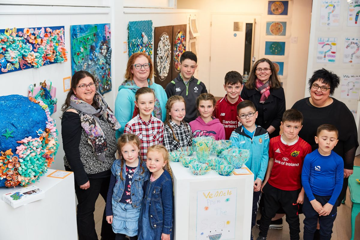 Noirin Burke; Artist Carmel Madigan; Loophead Summer Hedge School; Dr. Margaret Rae; Marine Institute and Cushla Dromgool- Regan; Marine Institute with some of the young artists. Photo by Michael Mulcaire Photography